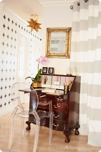 Radiant_Orchid_desk by cuckoo for design