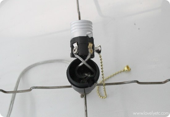Attaching the lamp cord to the socket