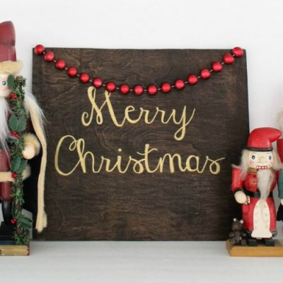 Hand-painted Christmas signs that anyone can make
