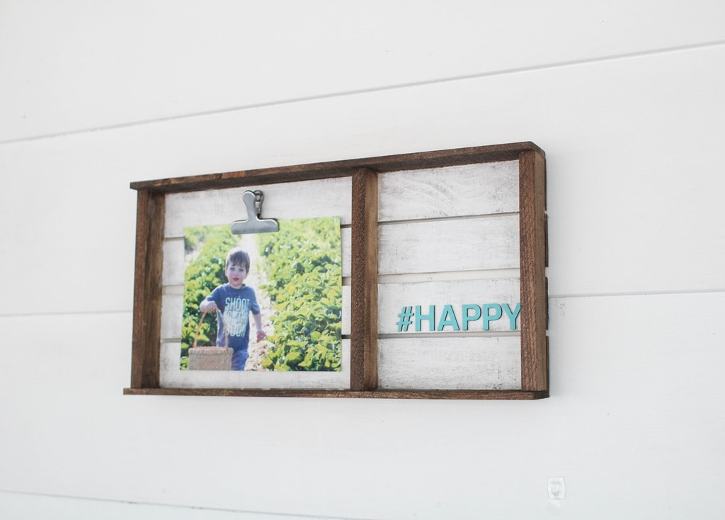 Simple pallet photo display - Lovely Etc.