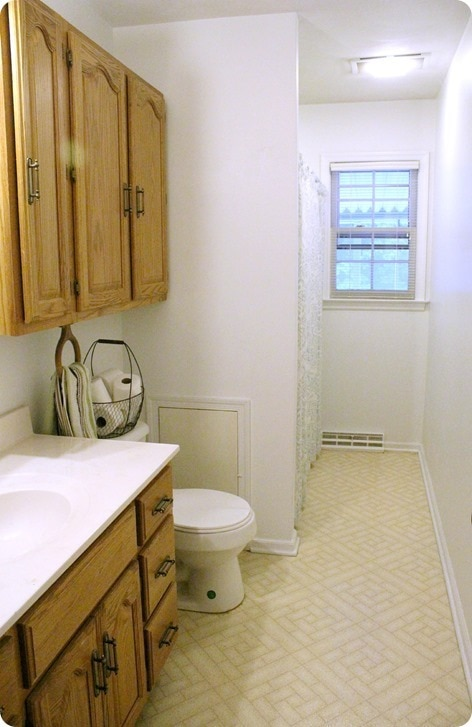 hall bathroom before 2