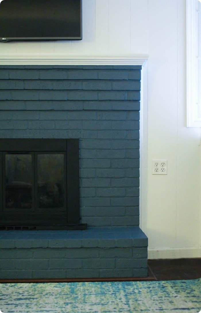 how to paint a brick fireplace the right way the best paints to use. Black Bedroom Furniture Sets. Home Design Ideas