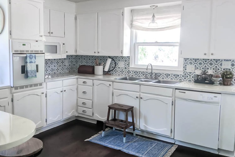 Painting Oak Cabinets White An Amazing, Is Painting Kitchen Cabinets Difficult