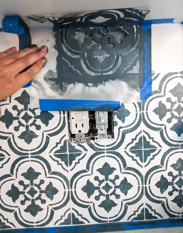 stenciling kitchen backsplash with tile stencil