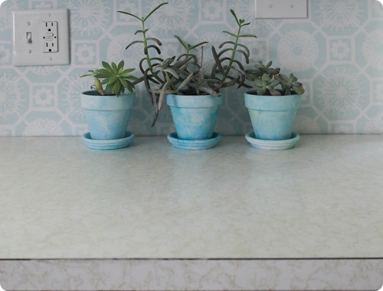 laminate countertop with gold squiggly lines
