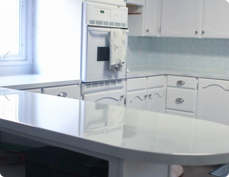 Kitchen with glossy painted countertops