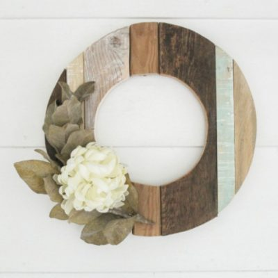 How to make a rustic fall wreath from reclaimed wood