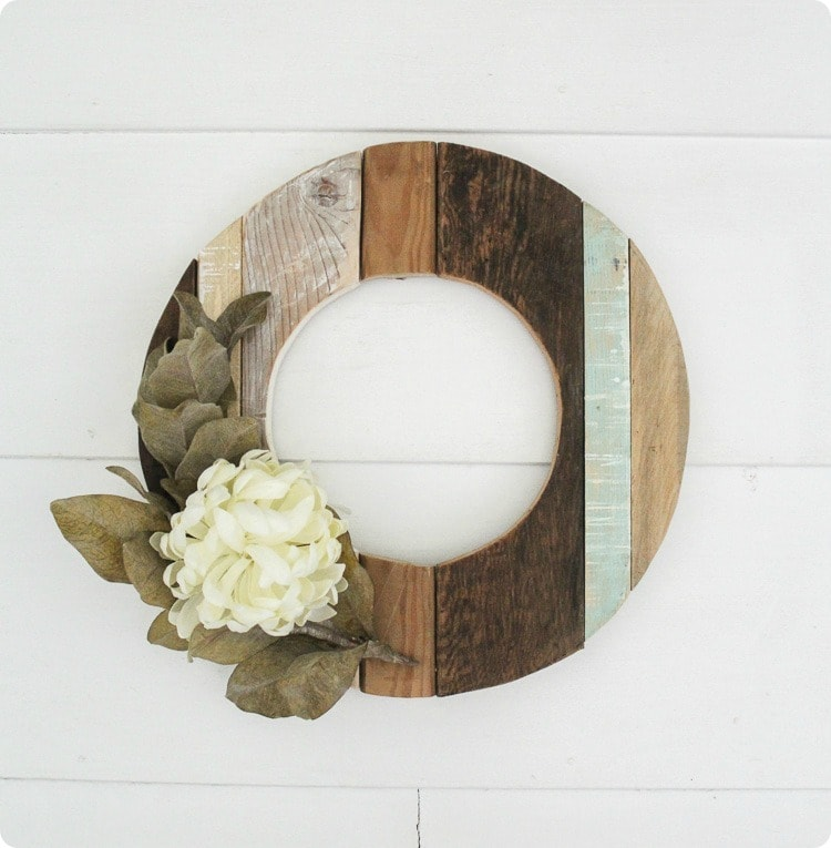 Make a rustic fall wreath using reclaimed wood. Simple DIY farmhouse wreath that also looks beautiful in spring and summer.