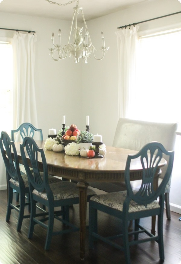 inexpensive fall decor ideas: Thanksgiving table decor, fall table decor, thrifty fall decor, farmhouse fall decor