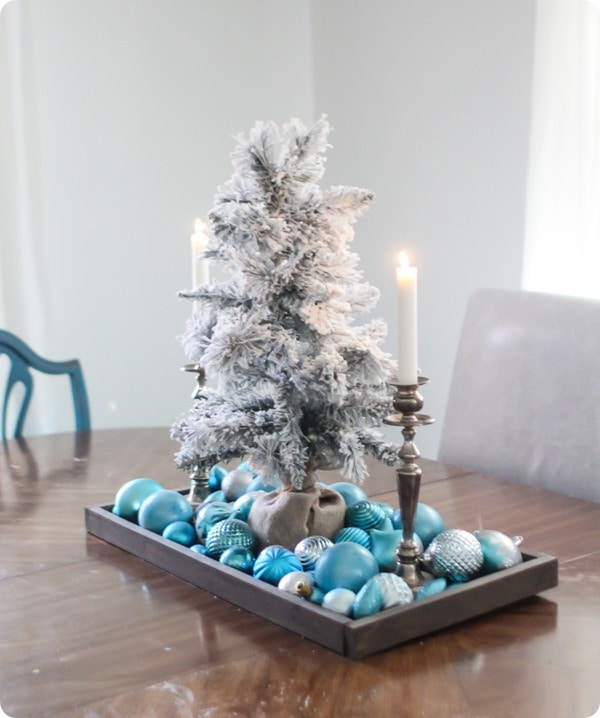 dining room christmas decor, simple christmas ornament centerpiece