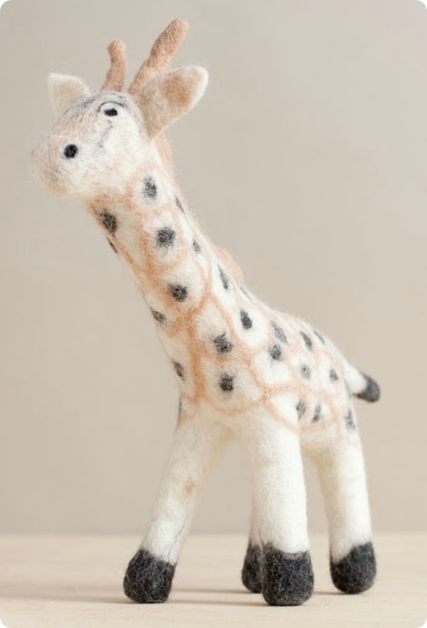 01_web_giraffe_side