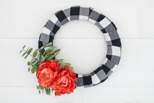 diy farmhouse wreath on white shiplap