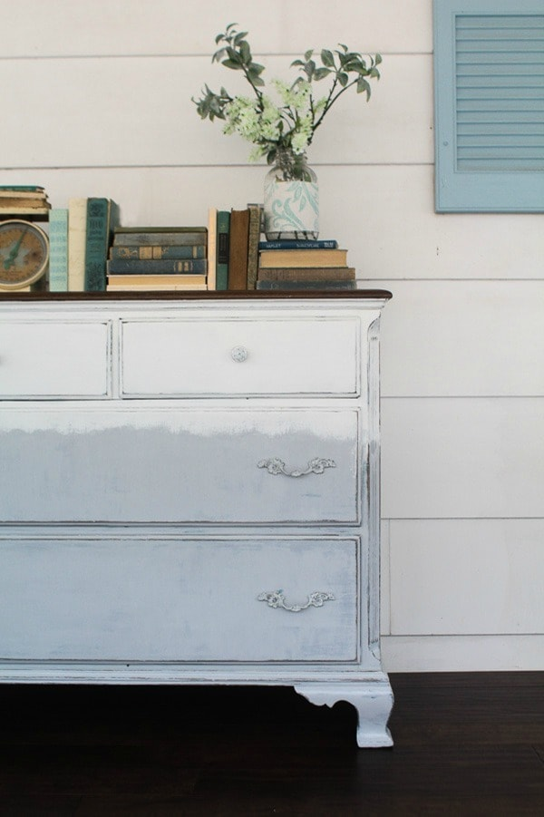 Faded dresser. Painting a dresser using gray and white chalk paint. A touch or modern farmhouse style plus a touch of boho.