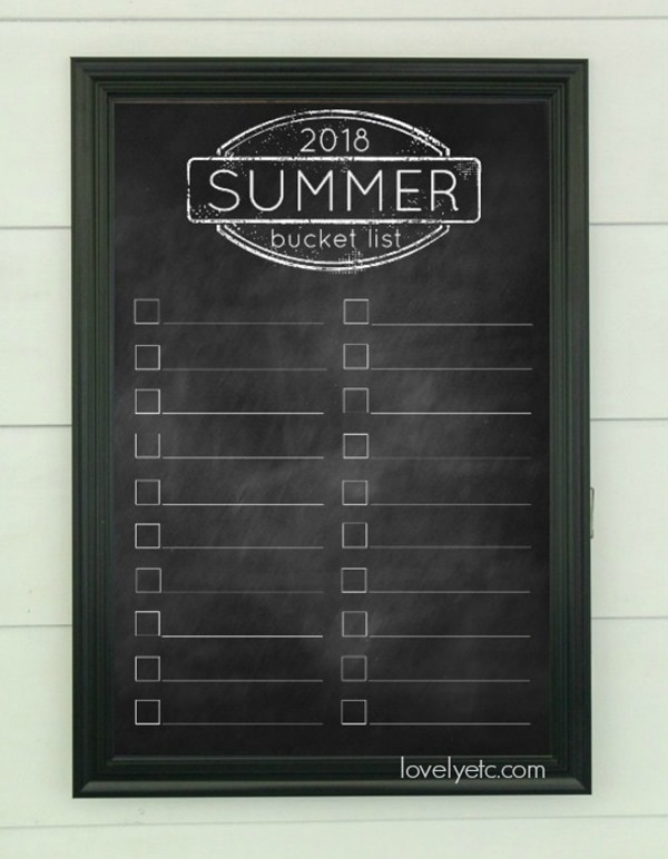 2018 summer bucket list printable - print it as an engineering print in poster size or on your home printer. Love the chalkboard style.