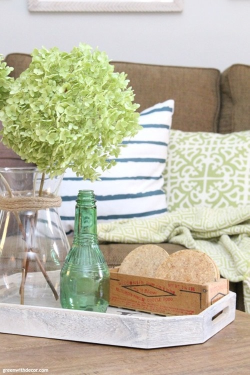 coastal-rustic-living-room-coffee-table-tray-hydrangeas