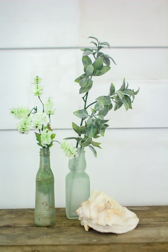 sea glass bottles using sea glas spray paint