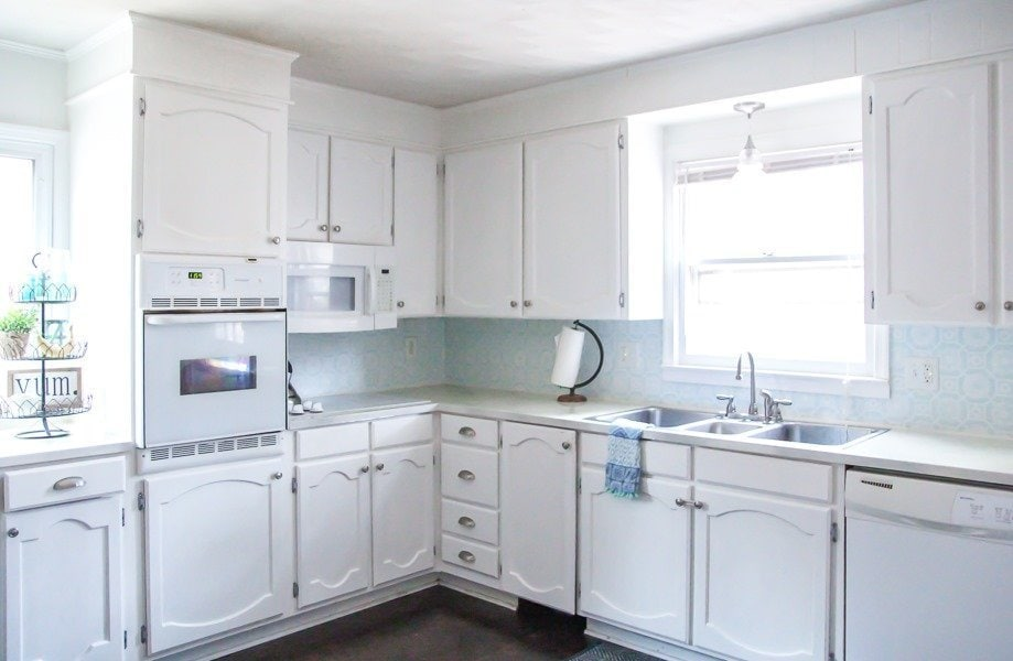 ... our white cabinets still look beautiful and I would love to be able to say that our cabinets look just as flawless as they did when I finished painting ...