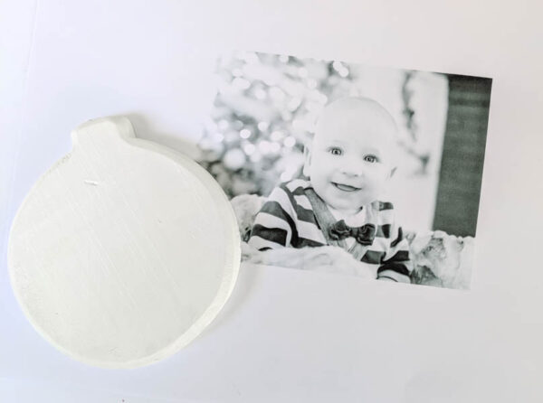making easy diy photo Christmas ornaments.