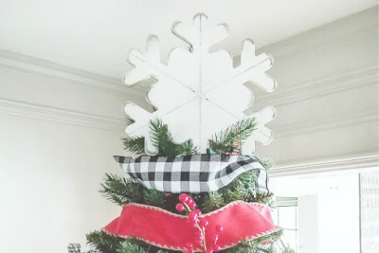 15 Fun & Unique Christmas Tree Topper Ideas