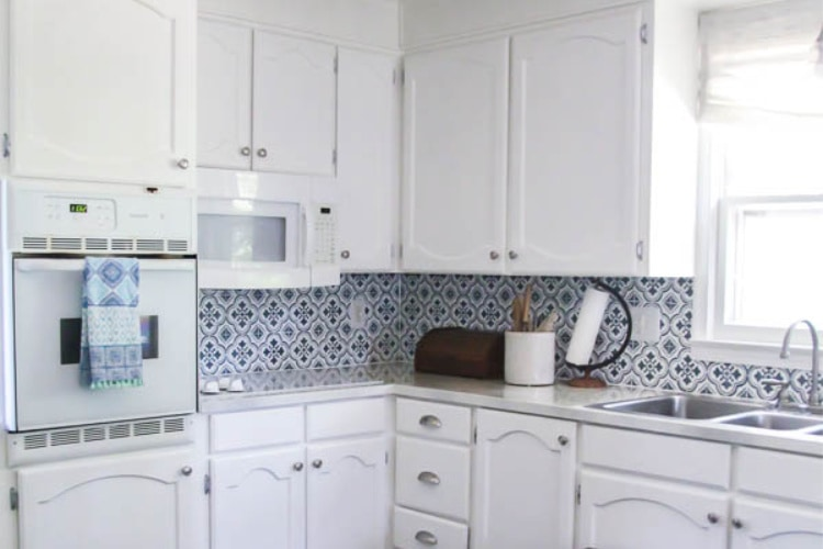 How To Touch Up Chipped Cabinet Paint, How To Repair Chipped Gloss Kitchen Cabinets
