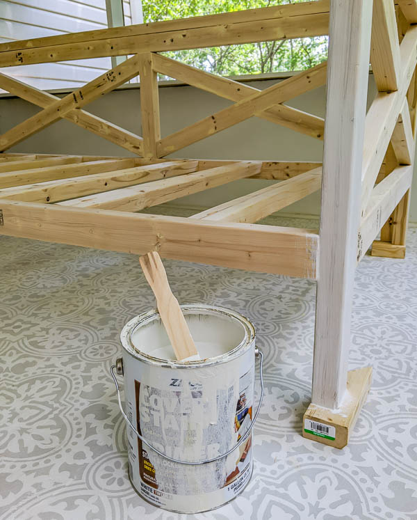 priming the daybed with zinsser cover stain oil-based primer.