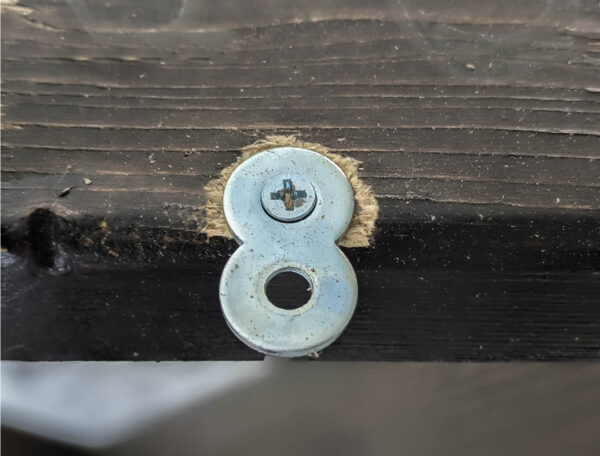 figure eight fastener for attaching tabletop to legs